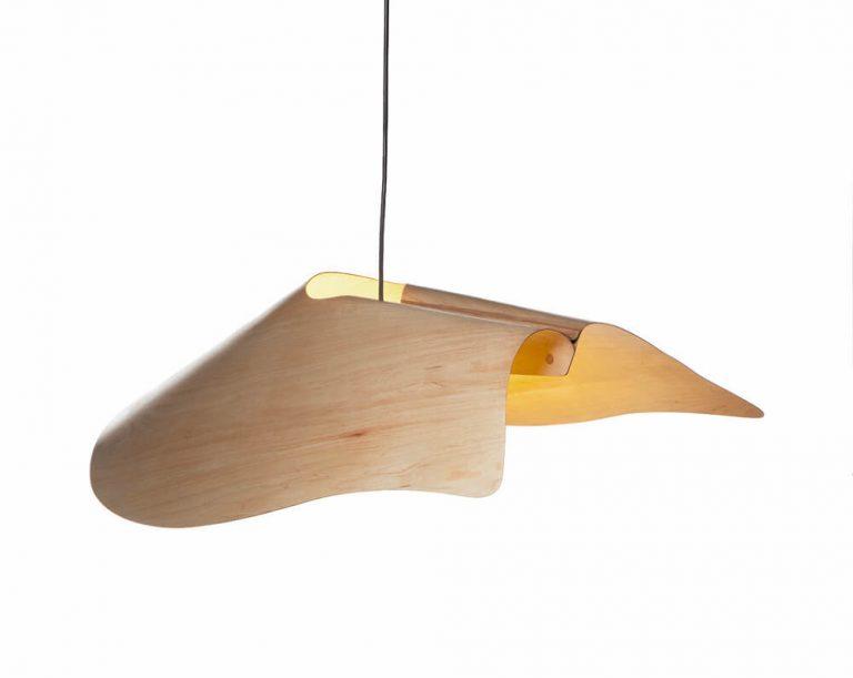 מנורת עץ תלויה