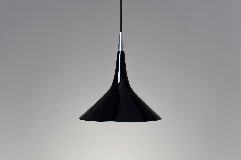 מנורה תלויה גוף קוני שחור 1047