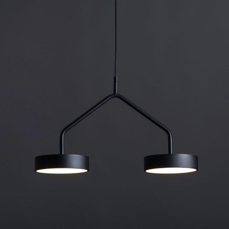 זוג מנורות תלויות שחורות