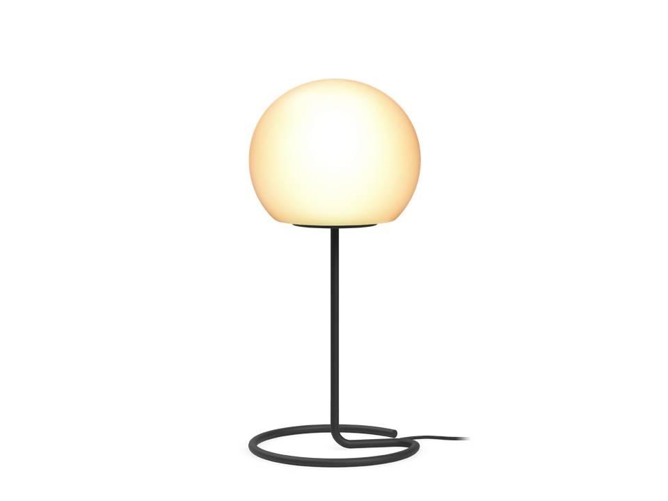 מנורה שולחנית כדור לבן על רגל מתכת שחורה