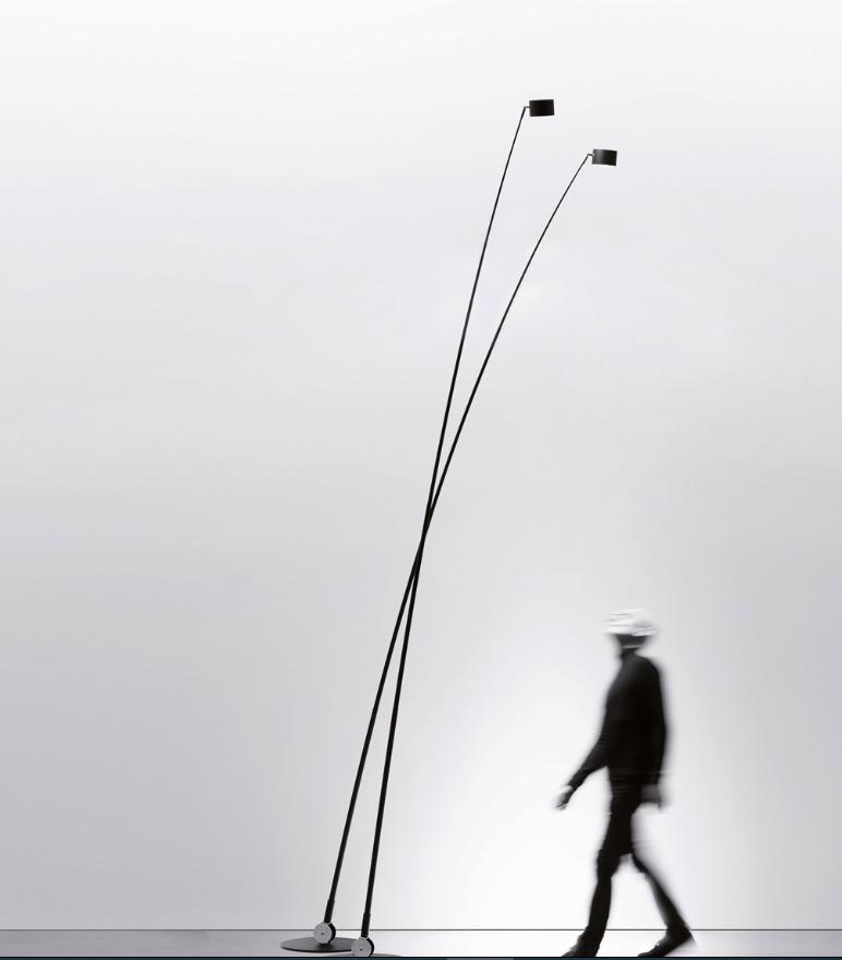 Sumpei by Davide Groppi מנורת עמידה מתכווננת המתאימה לתאורת פנים וחוץ
