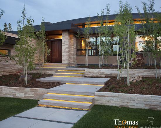 תאורת חוץ מוגנת מים משולבת במדרגות הגינה