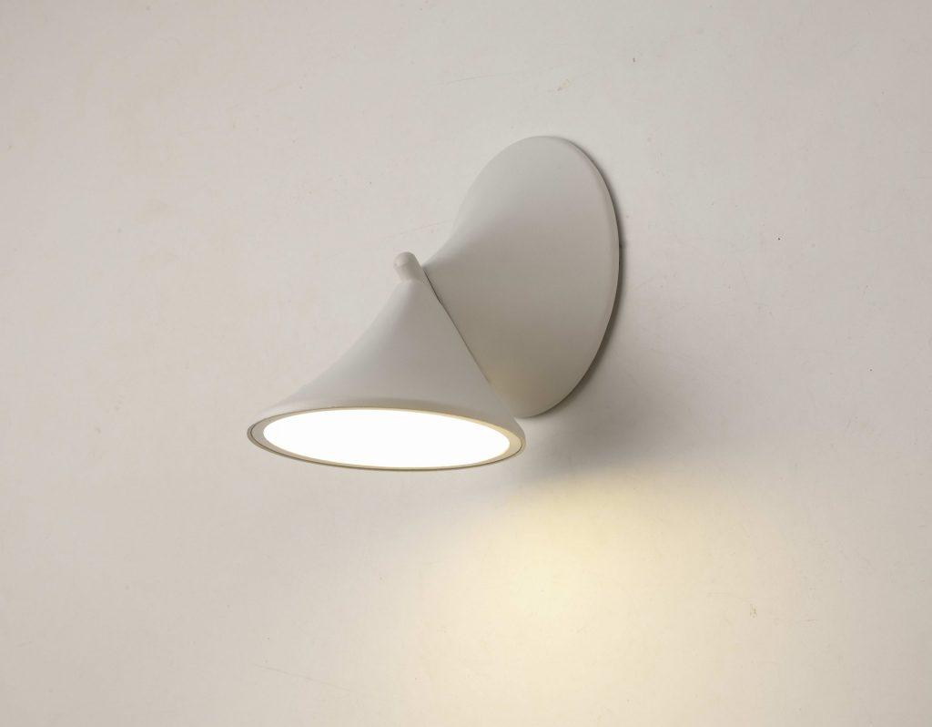 מנורות קיר לחדר שינה קונוס לבן עדין